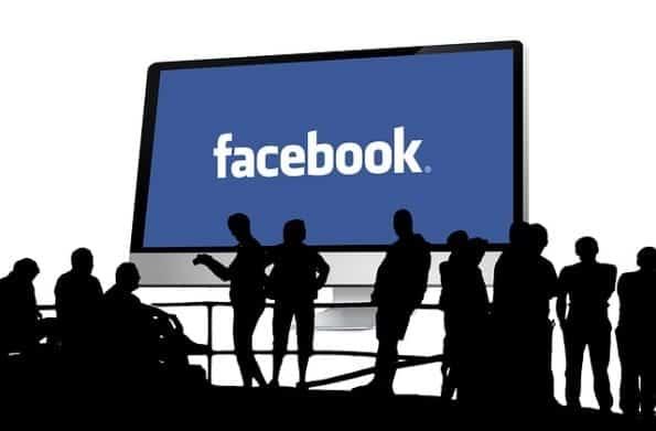 Come nascondere le attività recenti su Facebook