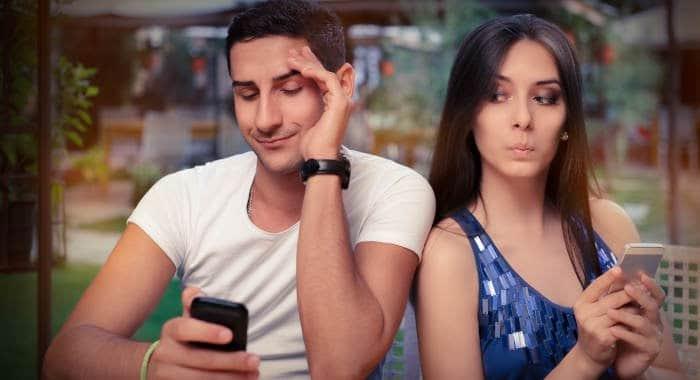come spiare conversazioni WhatsApp con il telefono della vittima