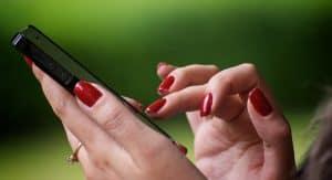 come non farsi vedere online su WhatsApp