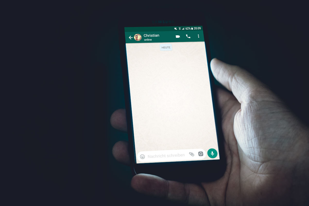 WhatsApp non invia o non riceve messaggi esempio chat online