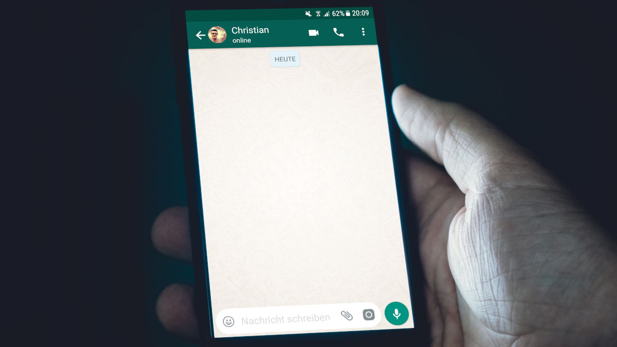 come nascondere ultimo accesso su WhatsApp scritta online