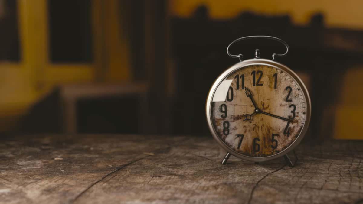 ritardo treni orologio