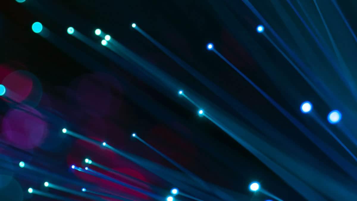 come vedere DAZN concetto di fibra ottica