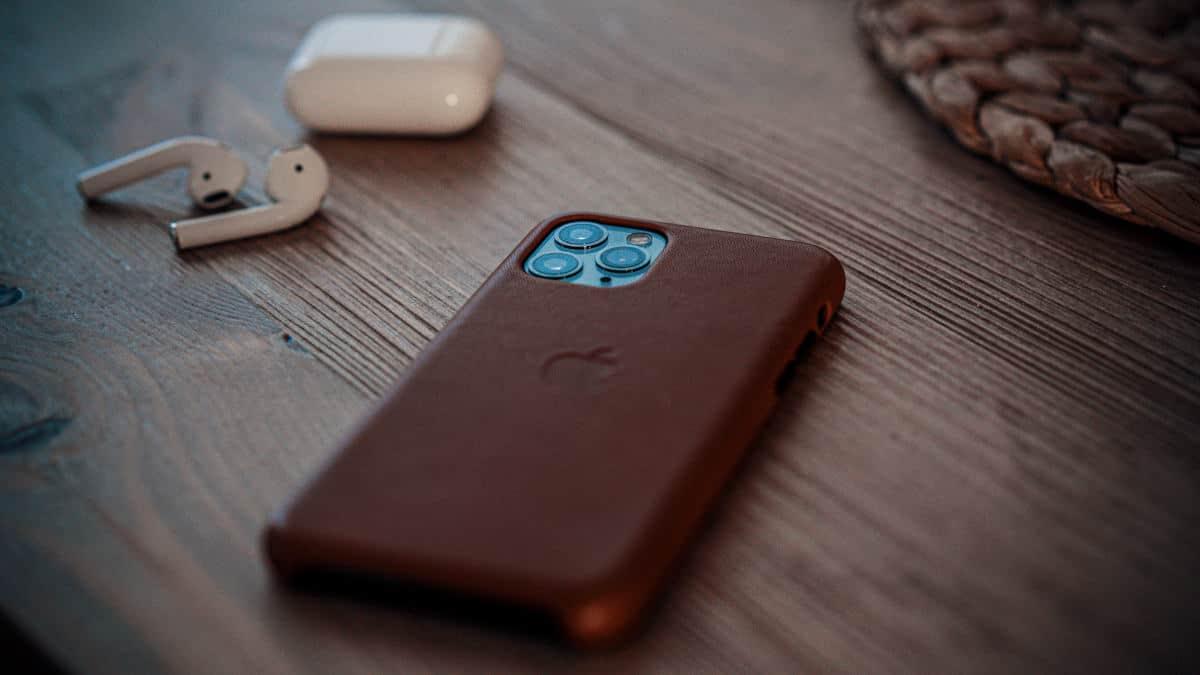 quale iPhone comprare esempio cuffie AirPods