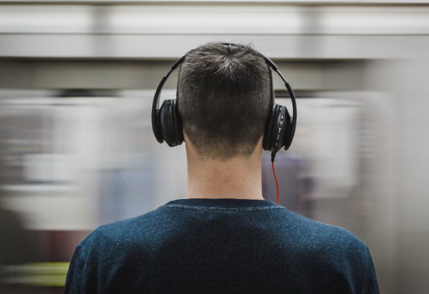 come collegare Alexa a Spotify immagine di ascolto musica