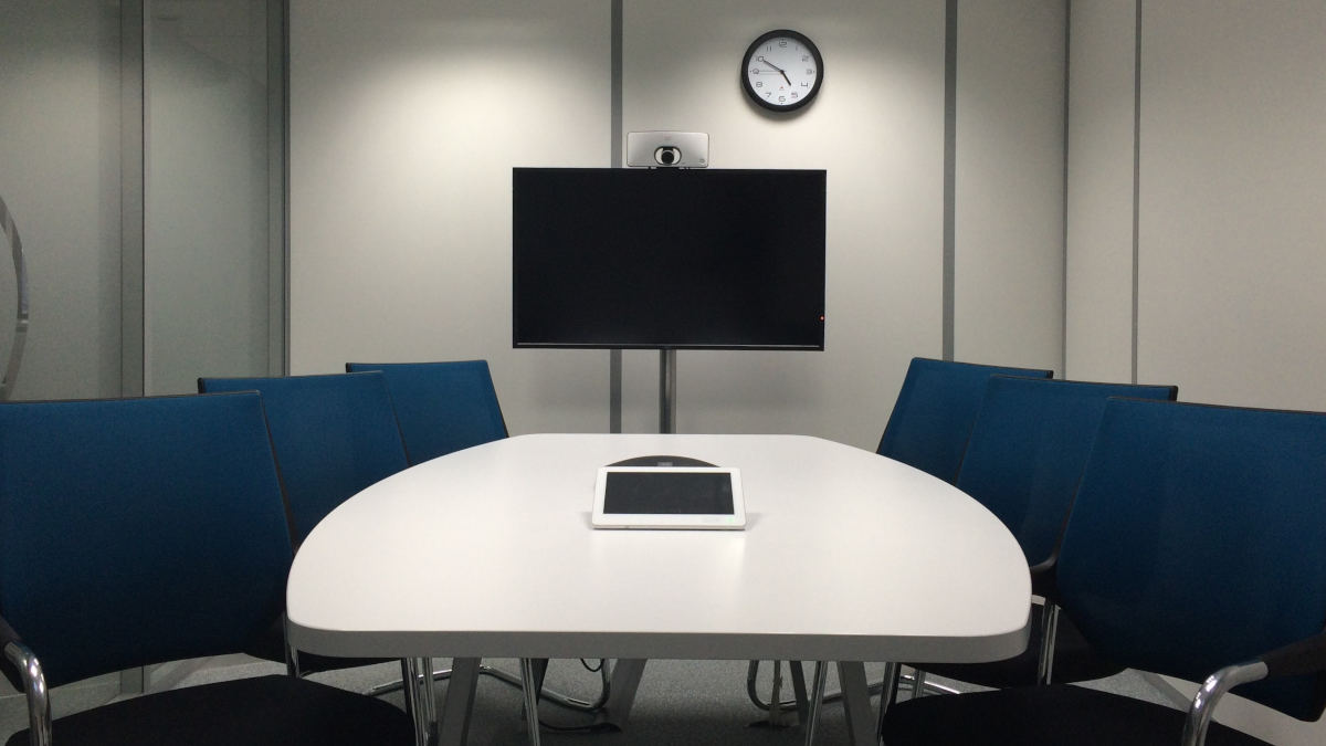 come attivare la webcam su PC esempio meeting room