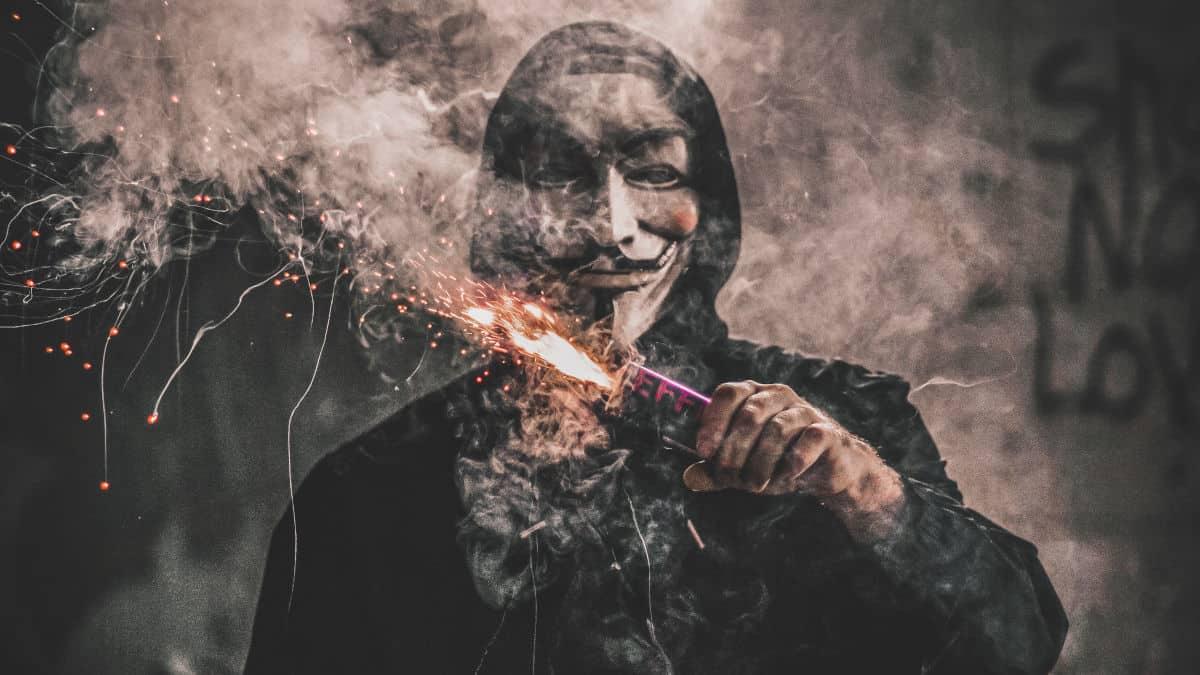 come diventare un hacker etico rappresentazione astratta di Anonymous