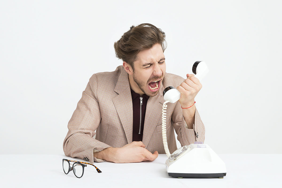 come gestire l'arrabbiatura cliente che esprime rabbia al telefono