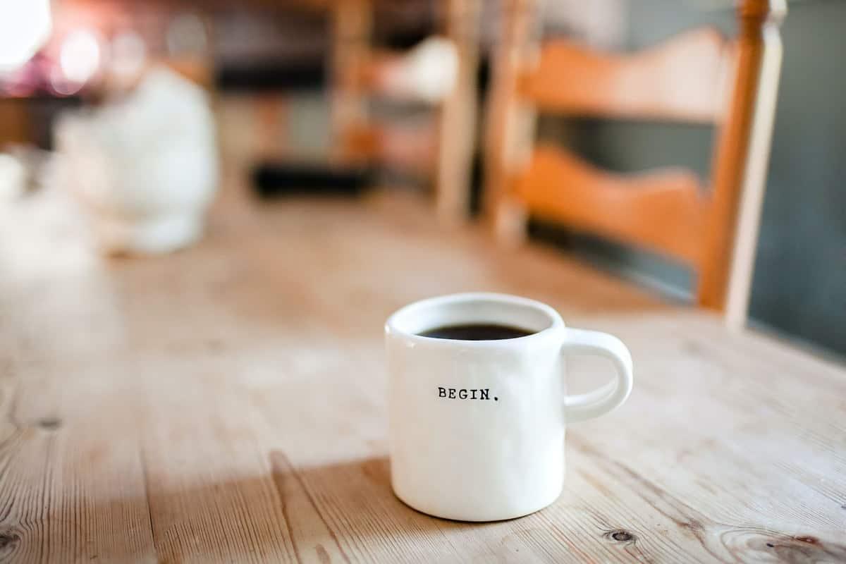 ringraziare su Facebook tazza caffè concetto nuovo lavoro