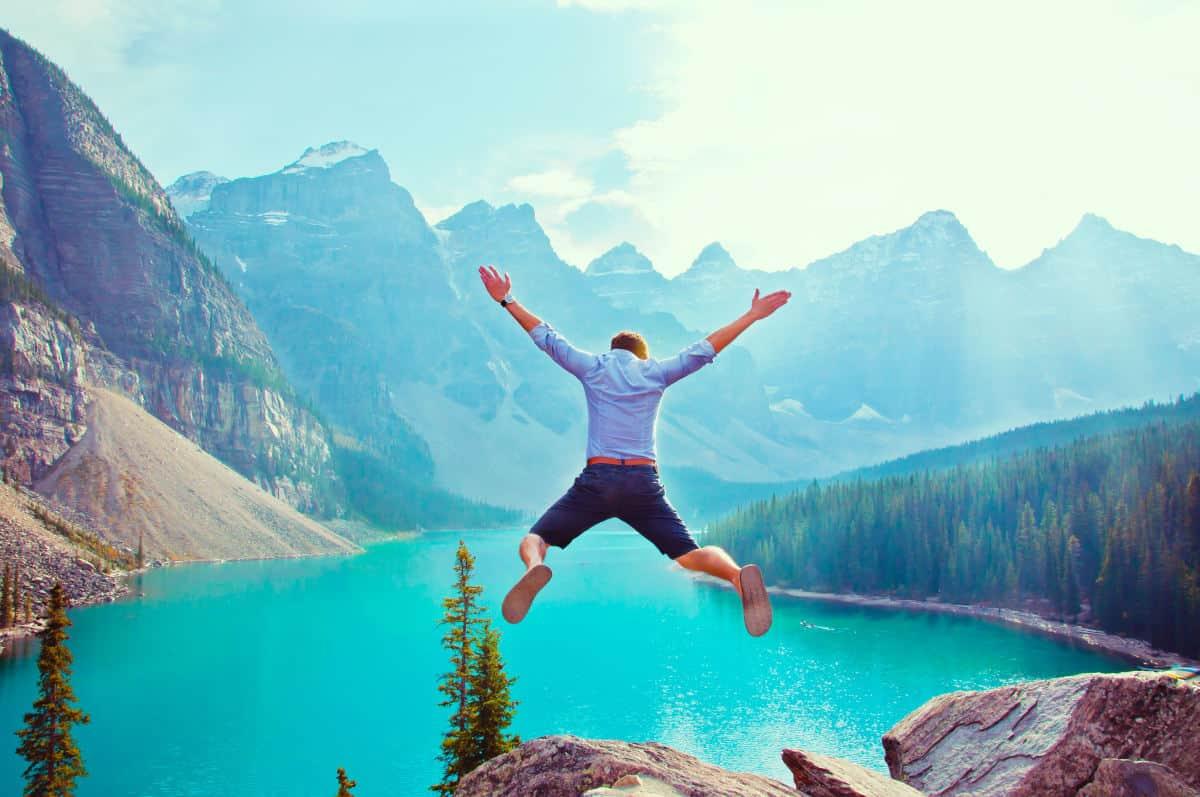 come superare le paure concetto di saltare ostacolo e liberazione