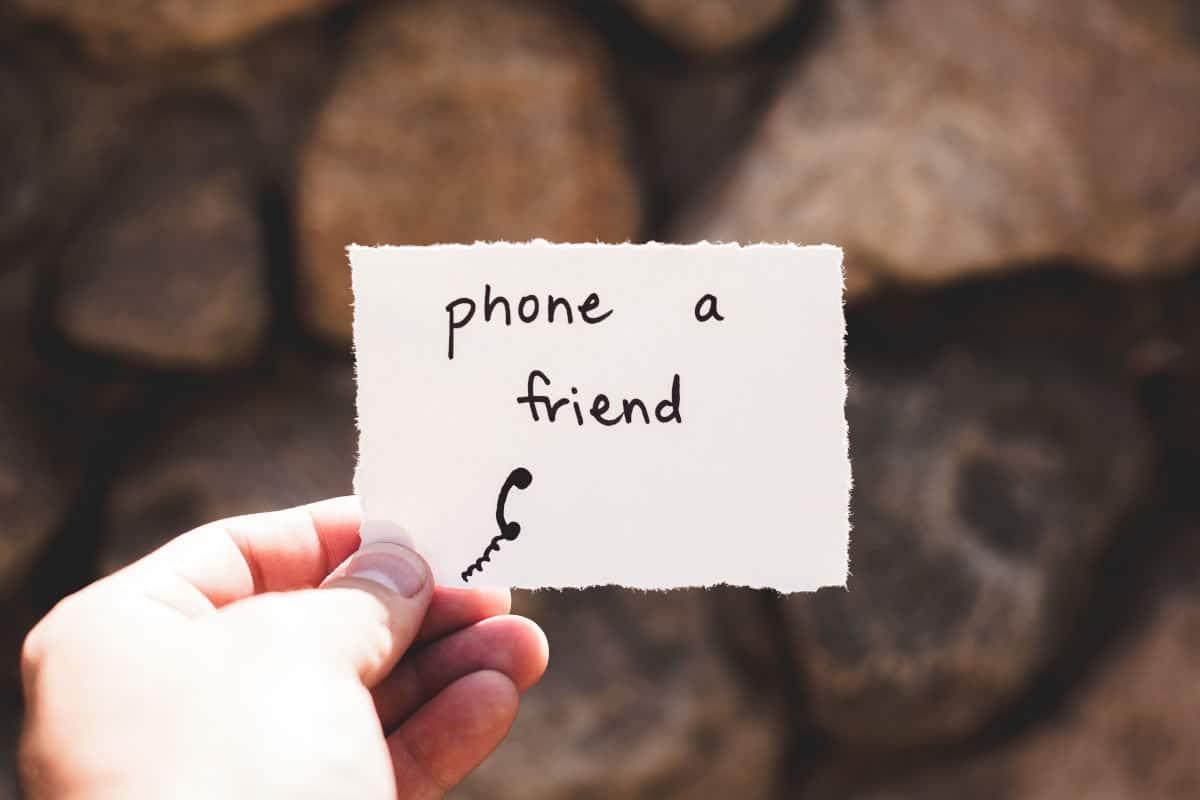 gestire lo stress concetto di parlare con un amico