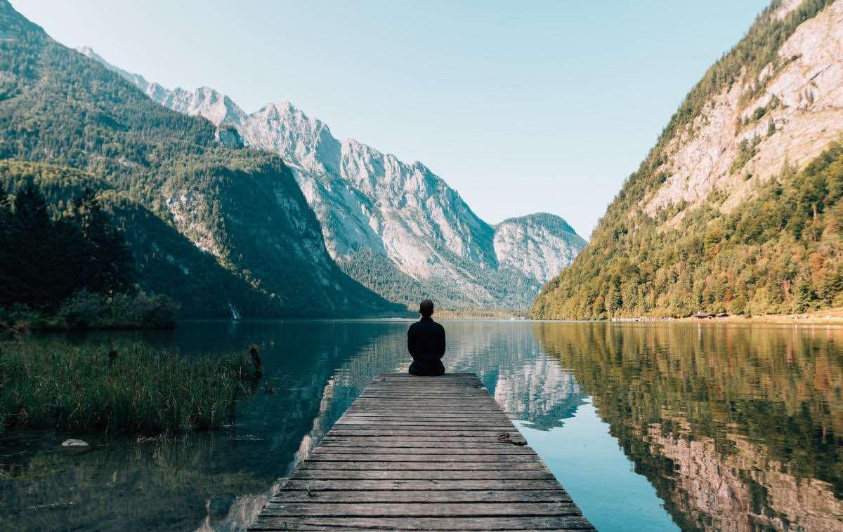 non pensare a qualcuno o qualcosa concetto di meditazione