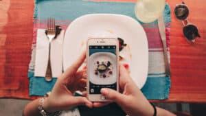 fotografare cibo smartphone piatto pietanza