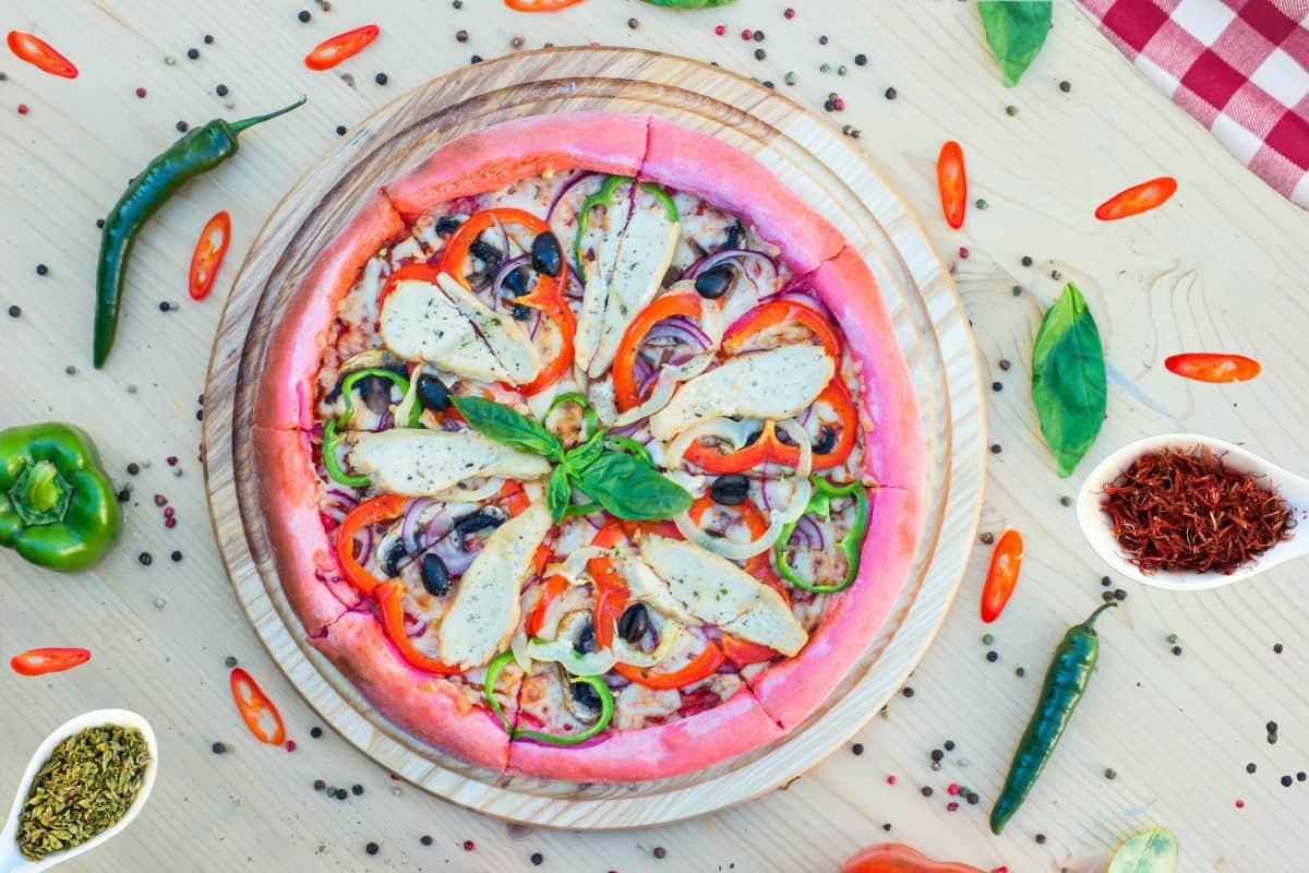 fotografare cibo foto di una pizza gourmet colorata arte culinaria