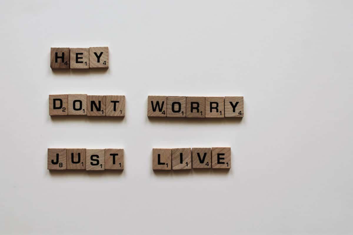 frase motivazionale non preoccuparti semplicemente vivi