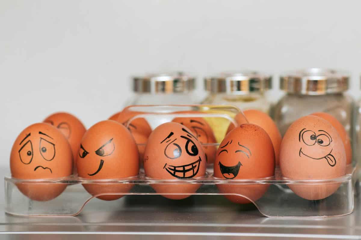 gestire emotività uova che esprimono sensazioni specifiche