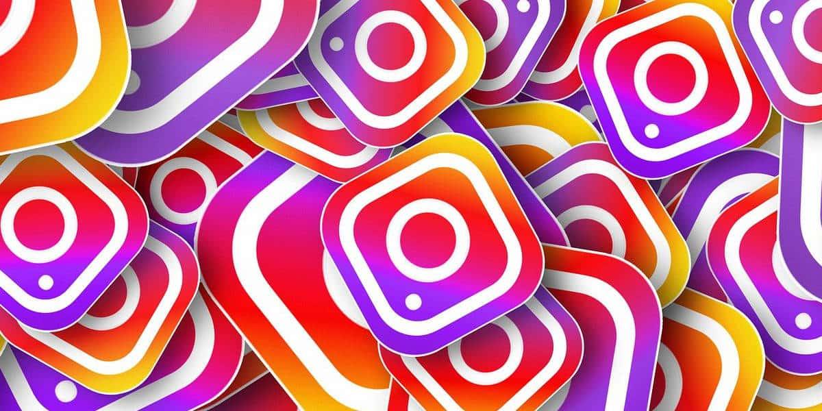 logo di Instagram moltiplicato