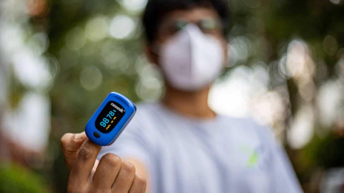 misurare saturazione ossigeno saturimetro da dito