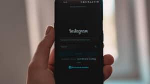 immagine che mostra la schermata iniziale di Instagram su mobile