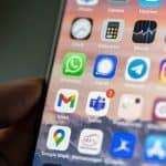 app alternative a WhatsApp mostrate su telefono Signal e Telegram