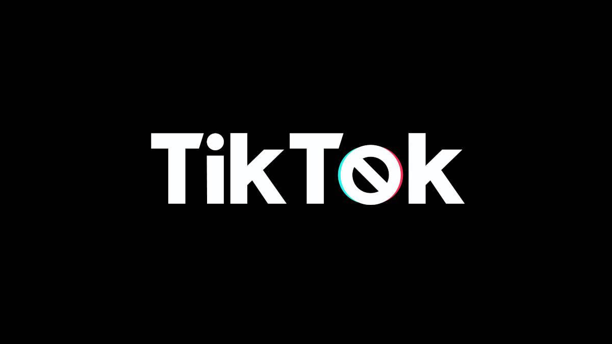 scritta TikTok con simbolo del divieto attenzione challenge