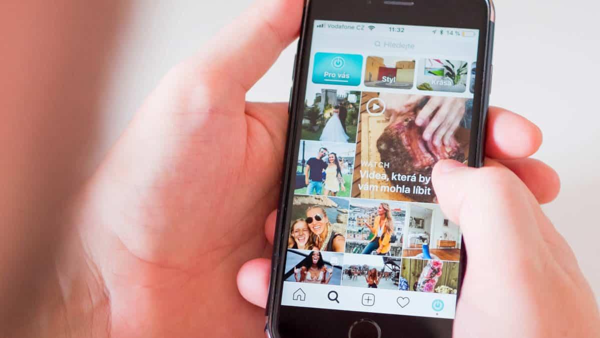 applicazione Instagram sezione Esplora commenti