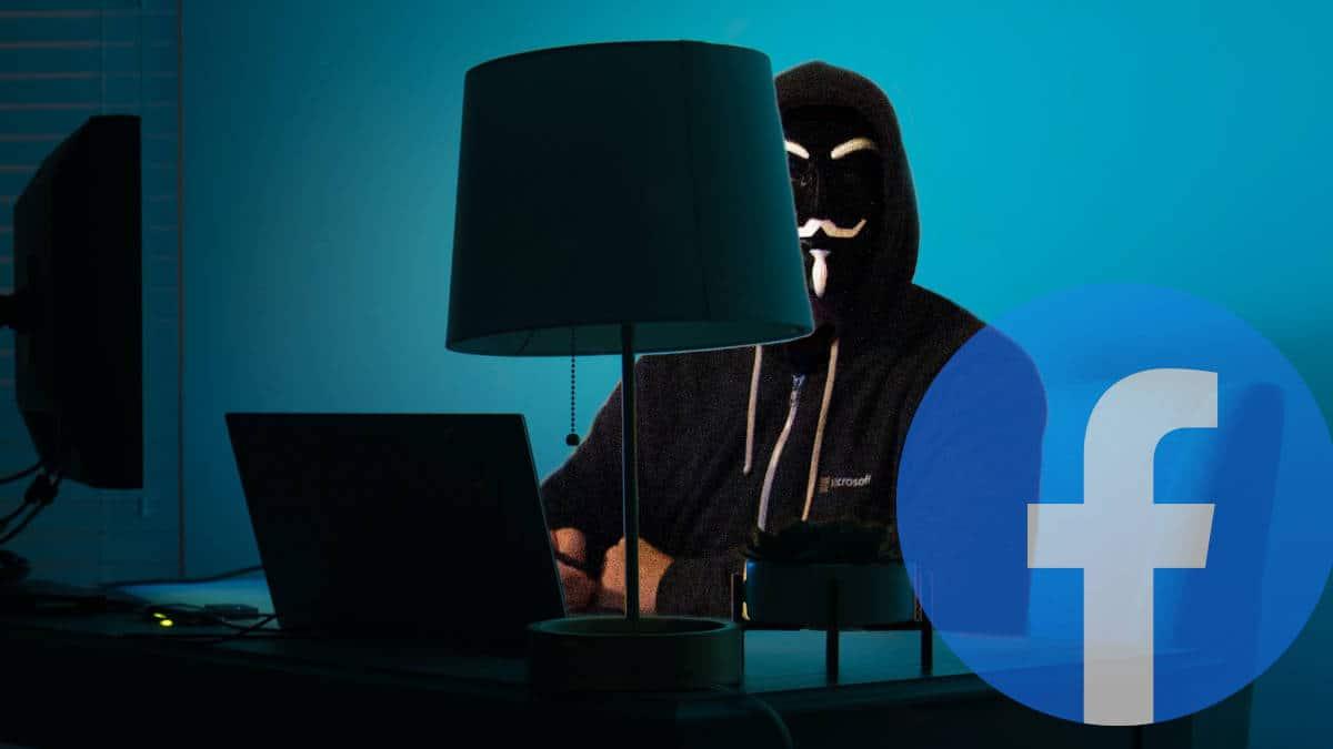 dati rubati Facebook persona con maschera davanti al PC