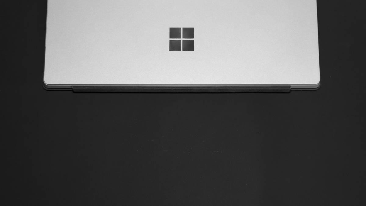 Surface con logo di Windows disattivazione modalità S