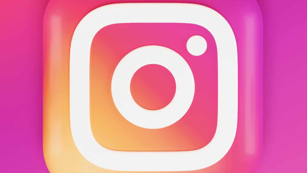 icona Instagram su sfondo rosa bozze