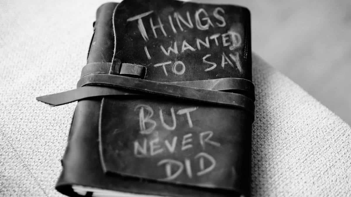 diario segreto con frase inglese relativa alle cose non dette